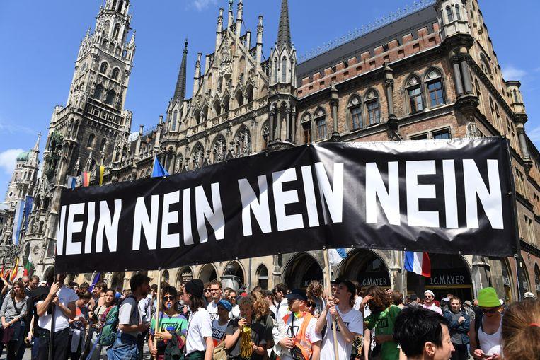 In München namen 30.000 mensen deel aan het protest tegen de nieuwe politiewet. Beeld Felix Hörhager/dpa