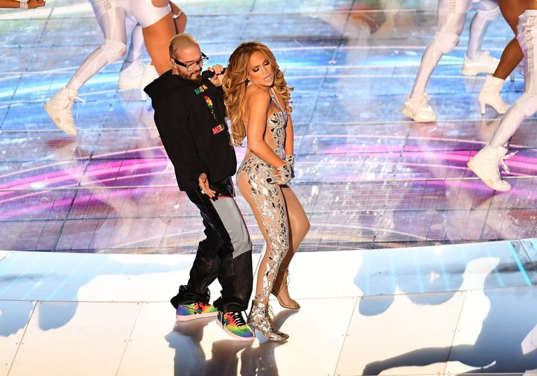 Jennifer Lopez en gastzanger J Balvin.