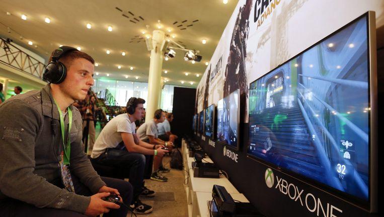 Een gamer speelt het spel 'Call of Duty: Advanced Warfare'. Beeld reuters