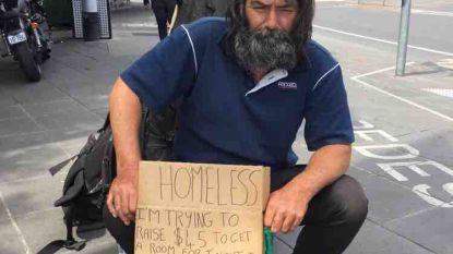 """Barmhartige passant plaatst opvallende oproep op LinkedIn: """"Wie werk heeft voor deze dakloze man, contacteer me dan"""""""