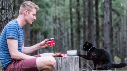 Deze reiziger ziet de hele wereld in het gezelschap van ... zijn kat