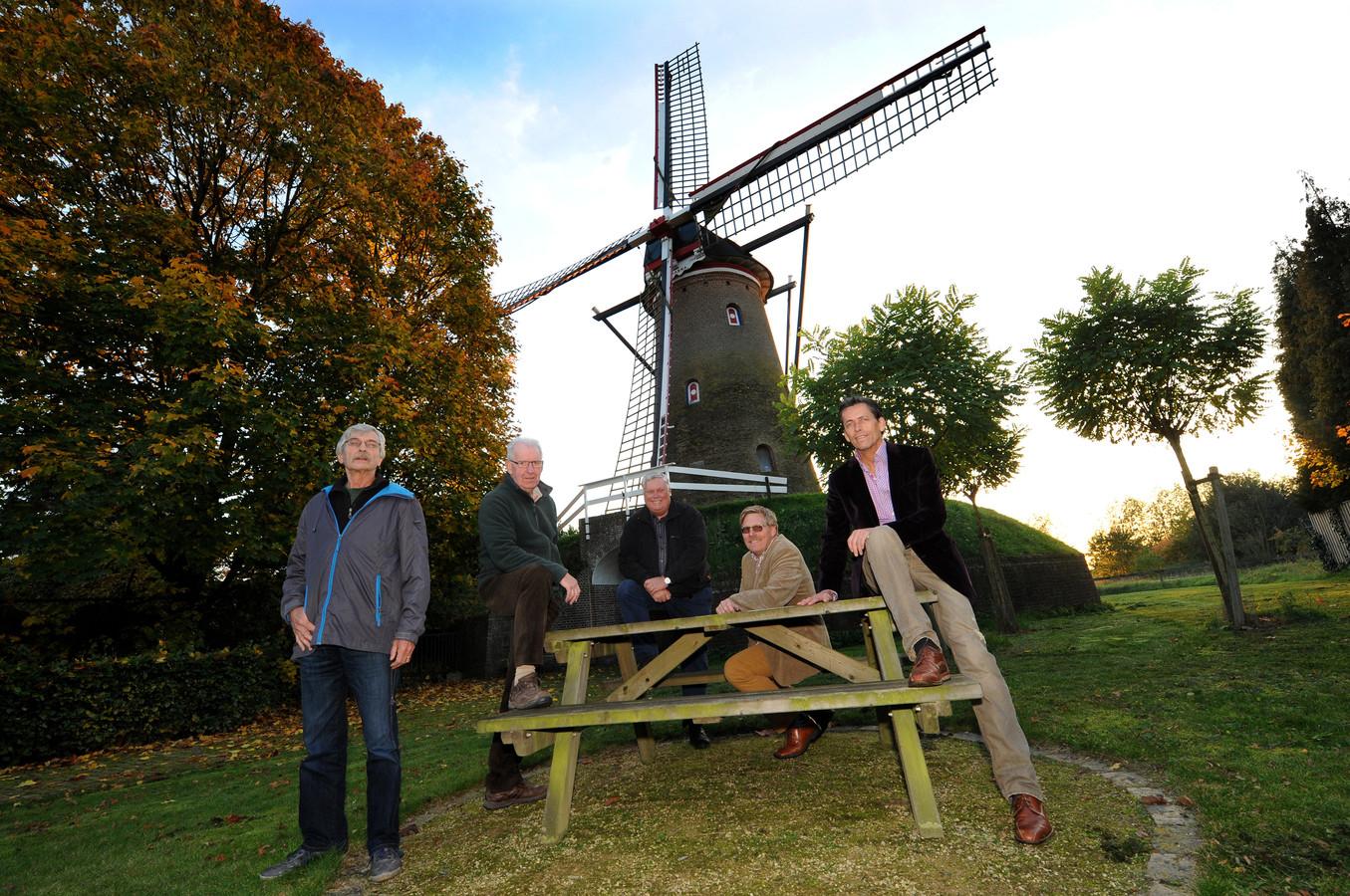 De Molenstichting Huijbergen is verbaasd over de nieuwe insteek van wethouder Hans de Waal voor het molenbeheer, maar staat open voor een gesprek.