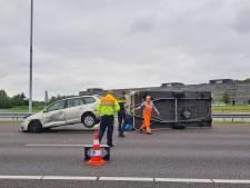 A58 bij Tilburg weer vrij na ongeluk met caravan