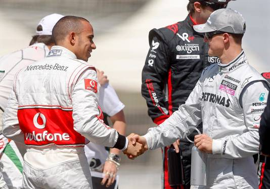 Lewis Hamilton en Michael Schumacher in 2010