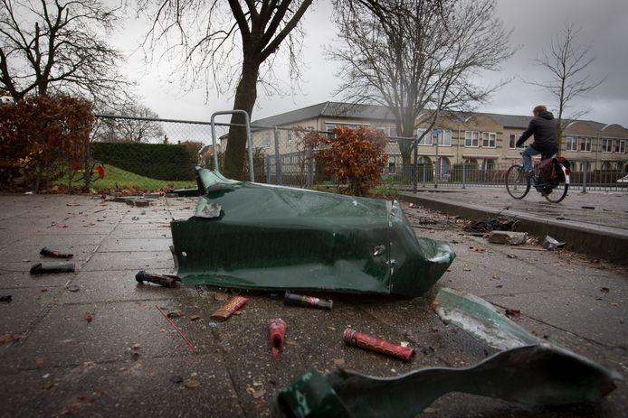 Een opgeblazen prullenbak in Driel (archieffoto).