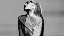 Zien: dit zijn de beelden van de eerste campagne van Ariana Grande voor Givenchy