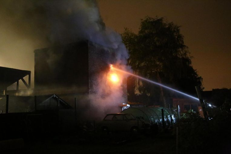 Het atelier van de hobbygaragist brandde volledig uit.