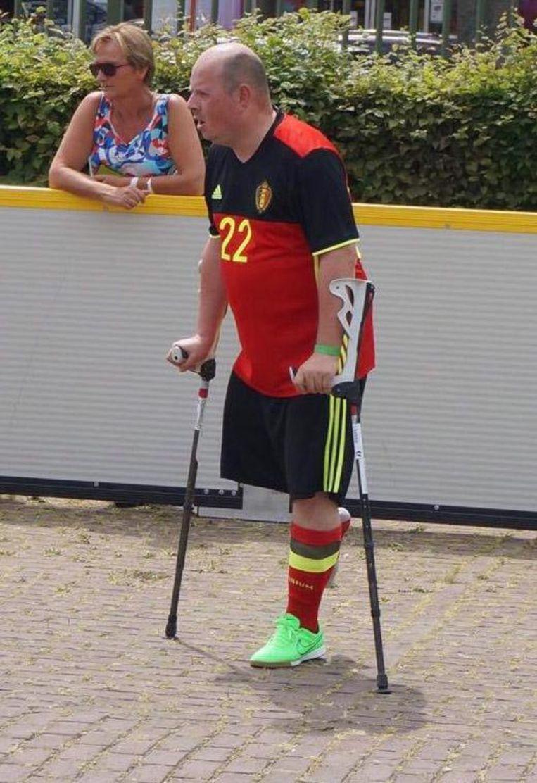 Steven Vancoppenolle verdedigt onze Belgische driekleur op het EK Amp Voetbal.