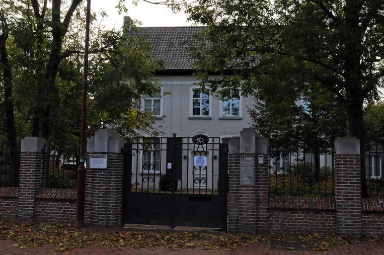 De politie zal de pastorie in Hansbeke verlaten.