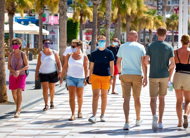 Toeristen in het Spaanse Benidorm.  Beeld ANP
