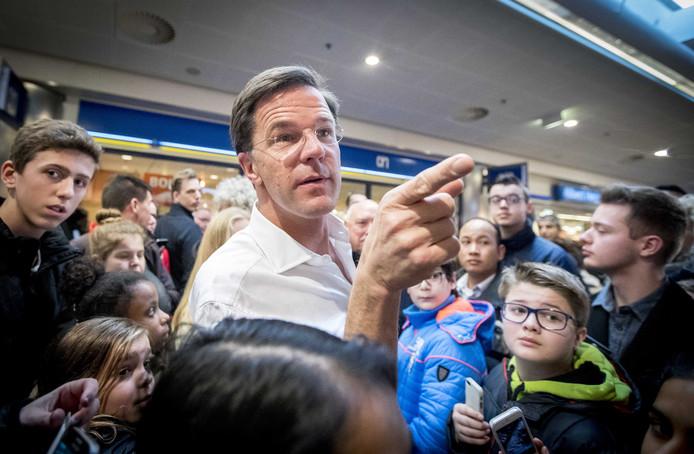 2017-03-04 14:46:55 BARENDRECHT - VVD-lijsttrekker Mark Rutte is in winkelcentrum Carnisse Veste op campagne voor de Tweede Kamerverkiezingen. ANP JERRY LAMPEN