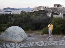 Vluchtelingen stelen kunstwerk tentoonstelling Athene