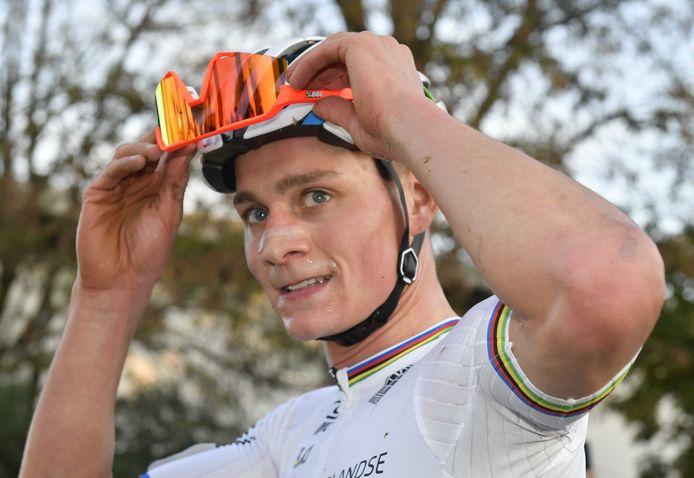 Mathieu van der Poel is voor de derde keer op rij Europees kampioen veldrijden.