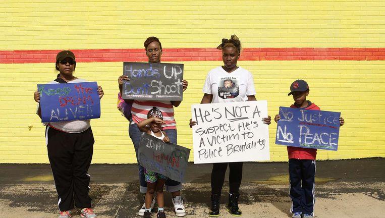 AFP-fotograaf Joshua Lott portretteerde zwarte inwoners van Ferguson die protesteren tegen het doodschieten van de ongewapende Michael Brown door de politie op 9 augustus. Beeld AFP