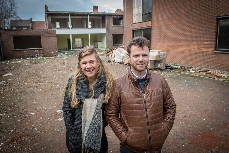 Thibaut Debucquoy van projectontwikkelaar Habitar en Sarah Vanneste van Futurimmo op de site van Domein ter Scheut.
