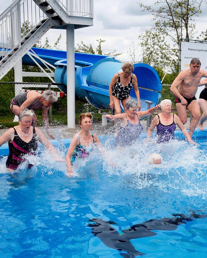 3,2,1... het zwembad is open!