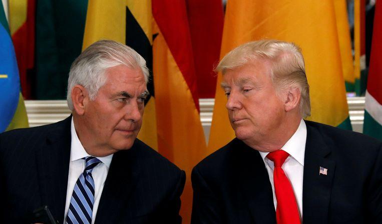 Tillerson (l.) werd door Trump de laan uitgestuurd.