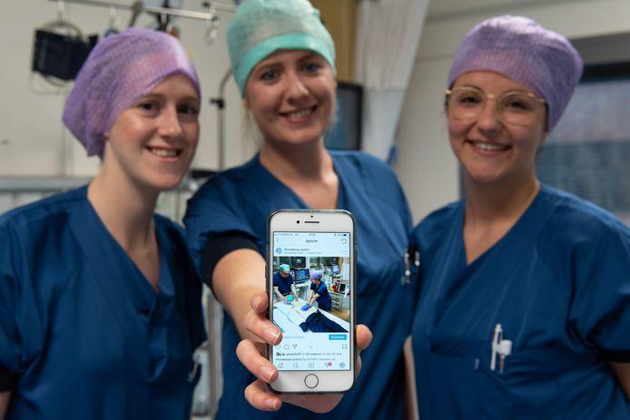 Verpleegkundigen Maaike Taal, Agnes Mandemaker en Mandy Wilmink (vanaf links) zijn de 'wake-upsisters'.