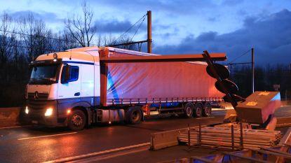 Hoogtebegrenzer aan Scheldebrug voor zesde keer aangereden door vrachtwagen, werken gelukkig bijna ten einde