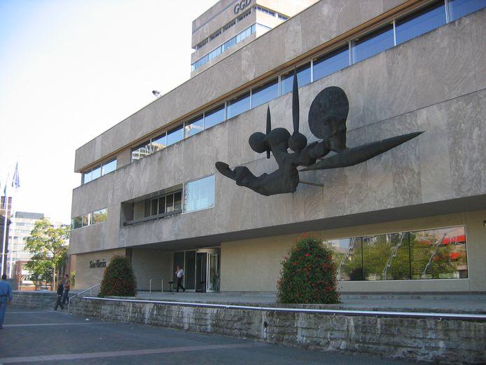 In het stadhuis van Eindhoven staat men voor moeilijke opgaven.