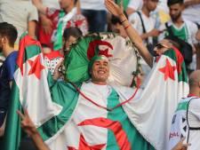LIVE | Fans Algerije forceren hek en dringen stadion binnen
