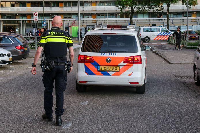 De politie tijdens het incident van zondagavond.
