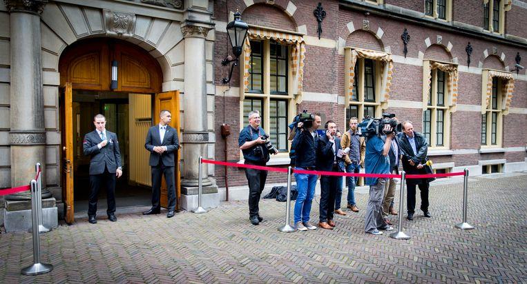 Pers op het Binnenhof bij aanvang van de eerste ministerraad na het zomerreces. Beeld ANP