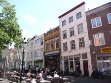Horecanieuws: M'eat-Bar&Grill neemt buurman Pink Lemon over op Minderbroedersplein