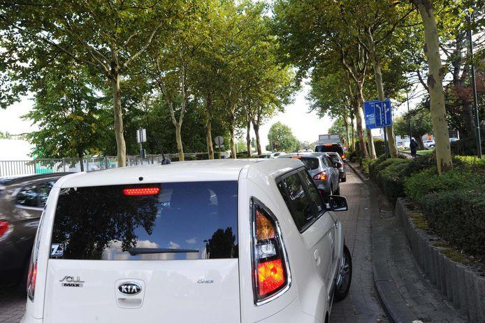 In de Sterrebeekstraat komt heel wat sluipverkeer door met een pak files als onaangenaam resultaat.