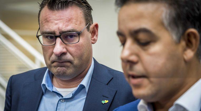 De in opspraak geraakte wethouders Richard de Mos en Rachid Guernaoui bieden in het Atrium formeel hun ontslag aan als wethouder. De partijtop legde een verklaring af over de ontwikkelingen binnen de fractie. De Mos en Guernaoui worden verdacht van corruptie, omkoping en schending van het ambtsgeheim. Beeld ANP