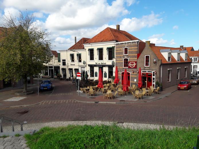 De Kaaij in Tholen, met restaurant Hof van Holland en daarnaast eetcafé The Sixties.