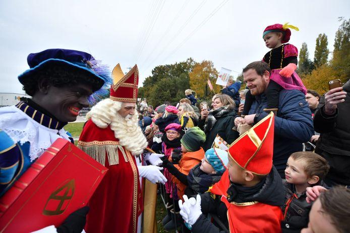 Sinterklaas kwam zaterdagochtend aan in Enschede