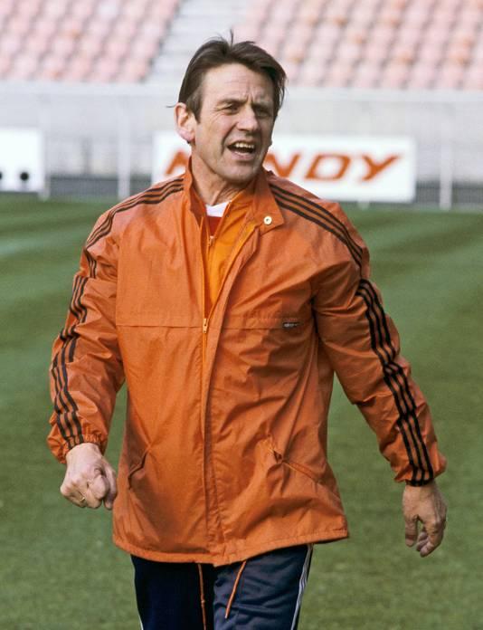 Coach van het Nederlands Elftal Jan Zwartkruis op het veld tijdens de training voor de interland tegen Ierland, de eerste wedstrijd in de voorronden van het WK voetbal. September 1980.