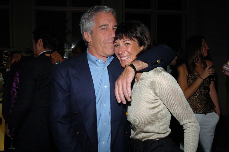 Jeffrey Epstein en Ghislaine Maxwell in 2005. Beeld Patrick McMullan via Getty Image