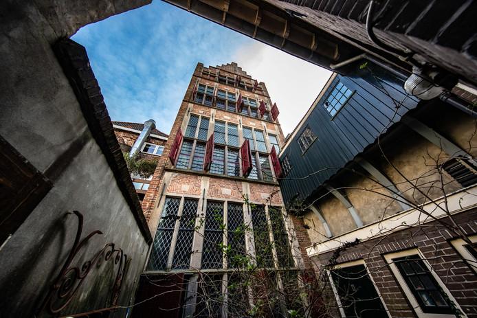 Monumenten Bezit moet een paar jaar geduld oefenen voordat rijkssubsidie beschikbaar komt voor de renovatie van het Gotisch Huis.