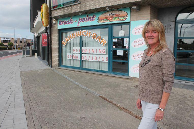 Sabine bij haar broodjeszaak, die tien maanden gesloten bleef.
