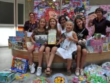 Dordtse meiden zamelen voor honderden euro's aan kadootjes in voor Albert Schweitzer ziekenhuis