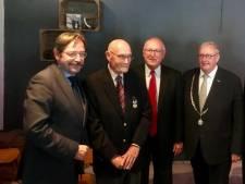 Rotterdammer Hendrik Menzel (94) ontvangt 75 jaar na dato eremedaille van Amerikaanse regering