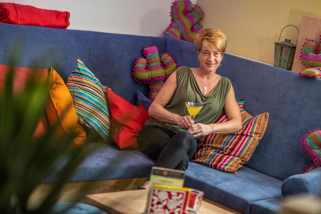 Marieke van Zwet in de nieuwe loungebar op de eerste verdieping van Muy Amigos.