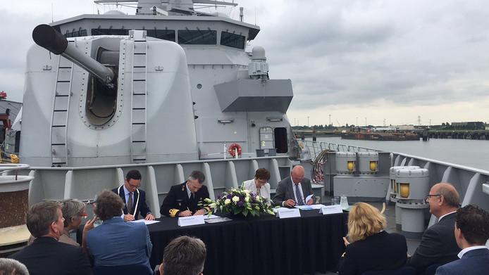 Defensie, provincie Zeeland, waterschap Scheldestromen en gemeente Vlissingen hebben de laatste overeenkomst getekend.