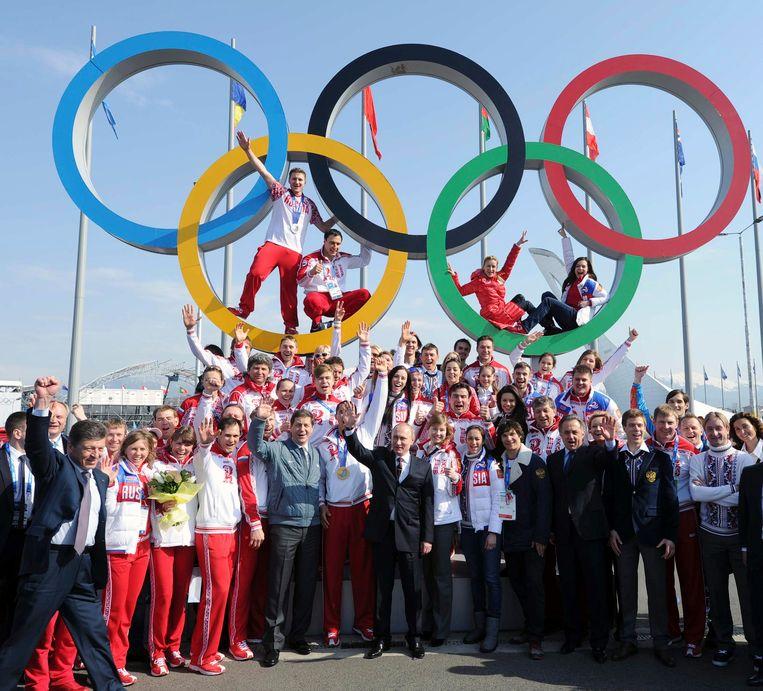 Poetin en de Russische medaillewinnaars. Beeld reuters