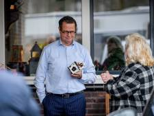 Woonwagenbewoonster bezoekt onaangekondigd wethouder thuis in Goor: 'Wij komen niet als vijanden'