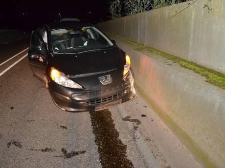 Auto crasht op N348 in Zutphen, bestuurder spoorloos