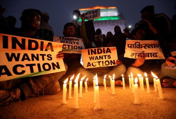 Een wake voor de slachtoffers van de bomaanslag in Kasjmir vorige week.
