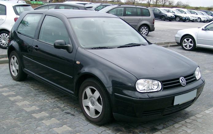 Een zwarte Volkswagen Golf. Bron: commons.wikipedia.org