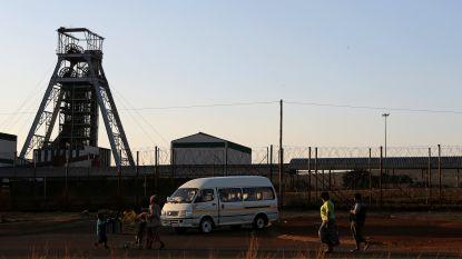 """Negen illegale mijnwerkers """"doodgestenigd"""" door rivaliserende collega's in Zuid-Afrika"""