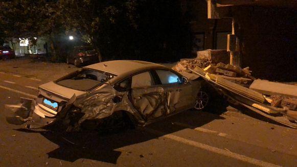 De 20-jarige Herzelenaar kwam met zijn wagen tot stilstand tegen een garage.