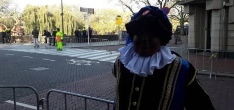 LIVE | Voor- en tegenstanders Zwarte Piet maken zich op voor intocht in Den Bosch: Burgemeester doet beroep op Bosschenaren