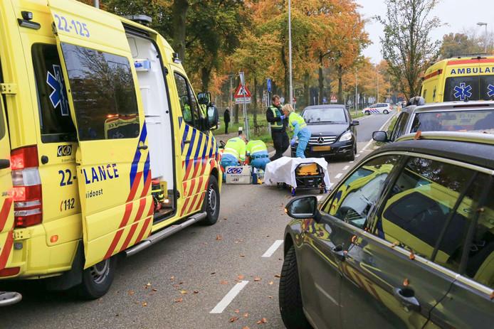 Fietsster gewond na aanrijding met auto in Asten.