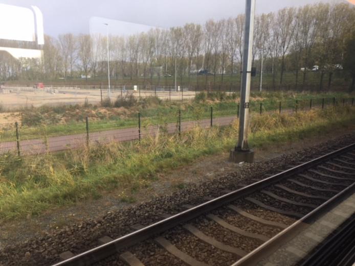 Vanuit de stilstaande trein tussen Nijmegen en Wijchen.